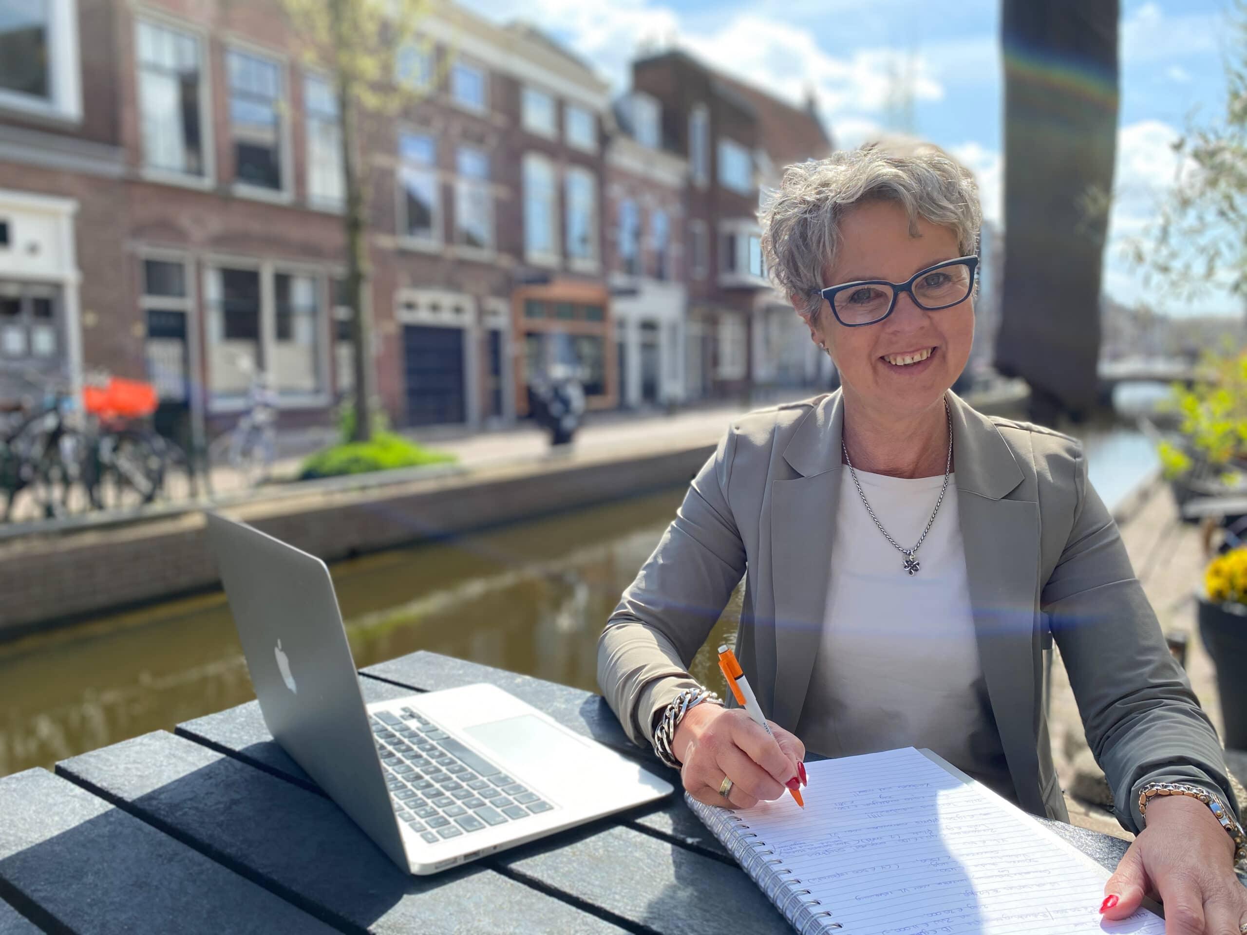 'Ik heb van dichtbij gezien hoeveel stress loonbeslag legt', Caroline Hertog, zelfstandig budgetcoach