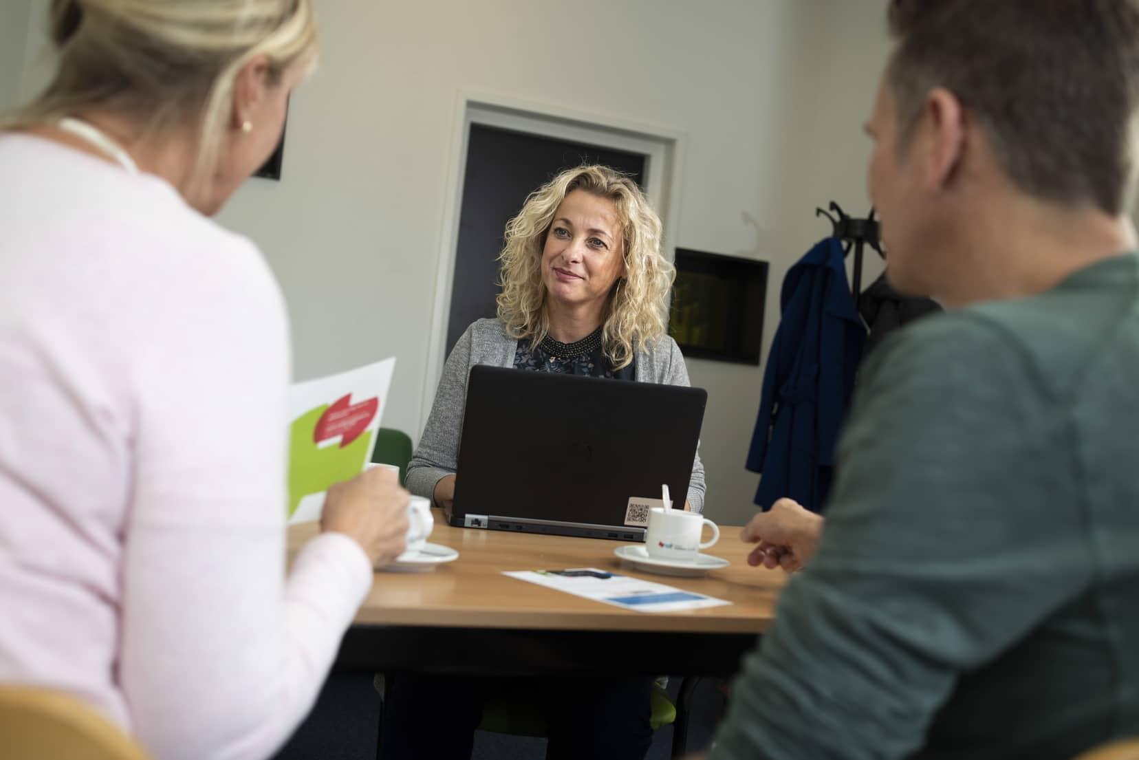 'Persoonlijk contact onmisbaar bij schuldhulpverlening', Ydwine Gietema, medewerker schulddienstverlening gemeente Súdwest-Fryslân