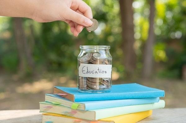 Geen munten, geen briefjes, wel tikkies: hoe kijkt de cashloze generatie naar geld?